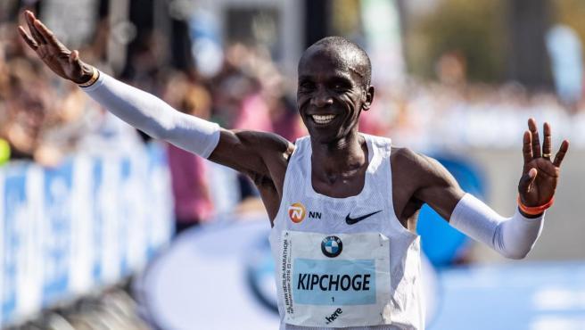 Nike Running y Eliud Kipchoge se queden sin record del mundo