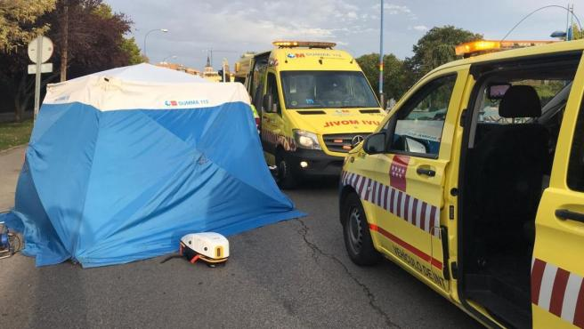 Equipos del SUMMA 112 en Leganés tras la reyerta que se saldó con un muerto y un herido grave, ambos por apuñalamiento.