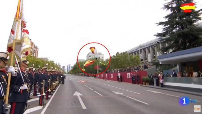 Accidente de un paracaidista en el desfile militar del 12 de octubre.