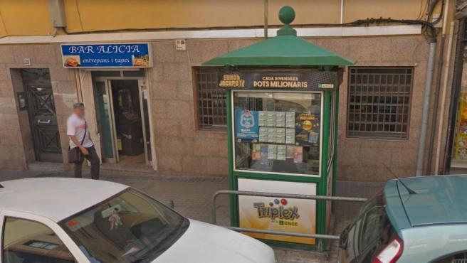 Kiosco de L'Hospitalet que ha vendido el boleto premiado con el Cuponazo.