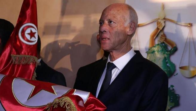 <p>El jurista Kaïes Said, tras conocer su victoria en la segunda vuelta de las elecciones presidenciales de Túnez.</p>