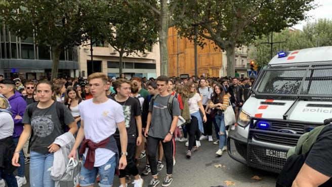 Unas 2.500 personas se concentran ante la Subdelegación del Gobierno en Lleida contra la sentencia