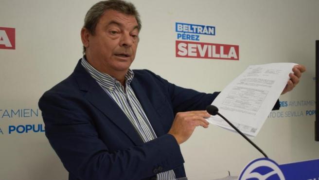 El concejal del PP en Sevilla Ignacio Flores, durante una rueda de prensa