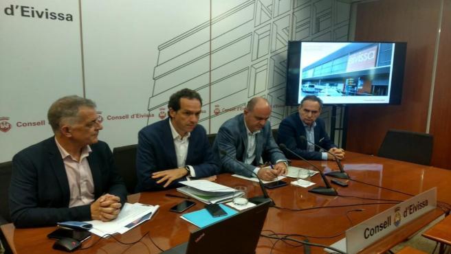 El conseller de Vivienda y Movilidad, Marc Pons, durante el comité de rutas del aeropuerto de Ibiza