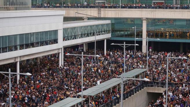 Concentración en el aeropuerto de El Prat por la sentencia al 'procés'.
