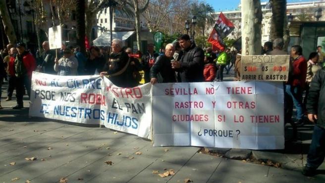 Sevilla.- Los vendedores del antiguo mercadillo del Charco de la Pava convocan una protesta en demanda de soluciones