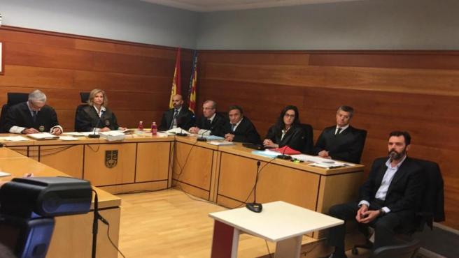 Miguel López, en el banquillo de los acusados
