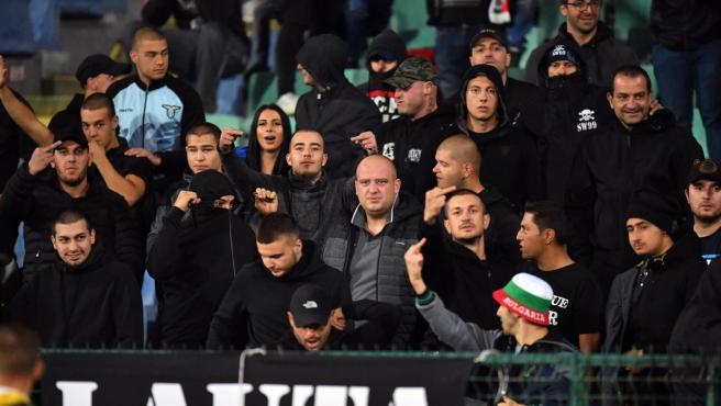 Ultras búlgaros en el stadio Natsionalen Vasil Levski durante partido contra Inglaterra.