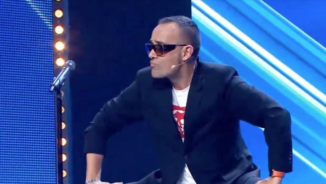 Risto Mejide, jurado en 'Got Talent' (Telecinco), participa en un número de acroyoga durante el programa.