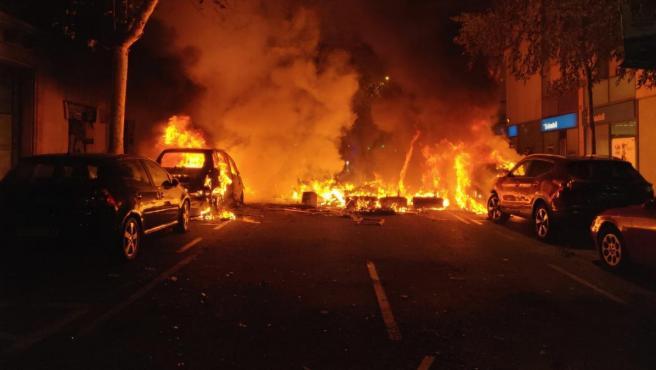 Los CDR incendian coches en Barcelona en protesta por la sentencia del 1-O