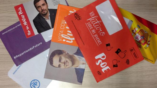 Propaganda electoral de diferentes partidos para las elecciones del 20 de diciembre.