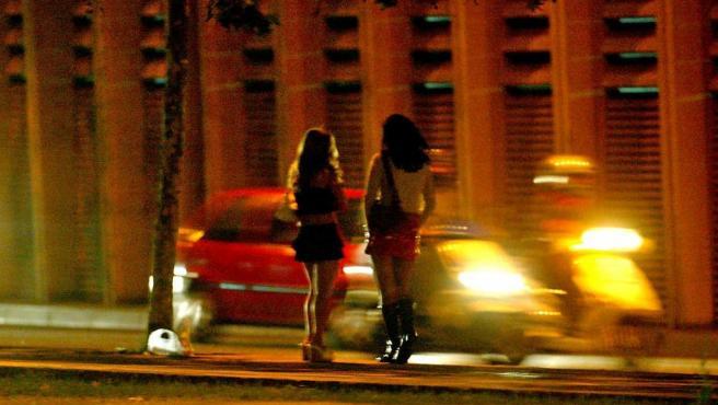 Imagen de archivo de unas mujeres ejerciendo la prostitución en España.