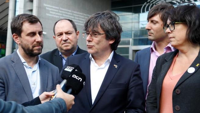 Puigdemont y Comín, a las puertas del Parlamento Europeo.