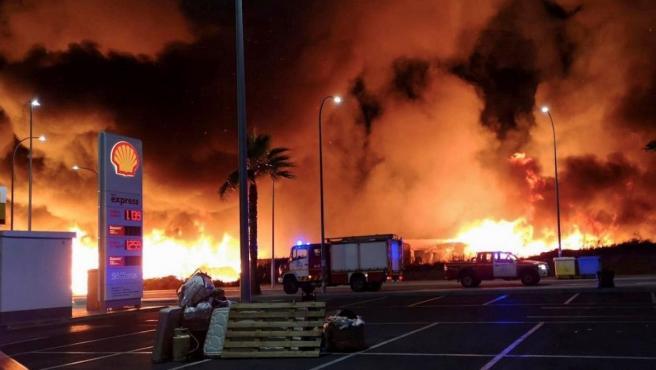 Fuego en un poblado chabolista en Lepe.