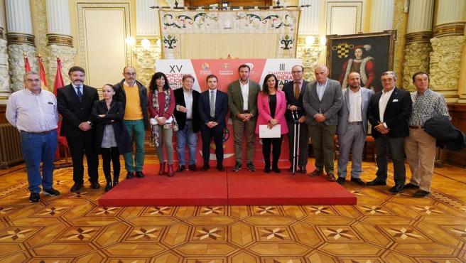 El alcalde de Valladolid, Óscar Puente, junto a otras autoridades del sector del turismo y la hostelería en la presentación del XV Concurso Nacional de Pinchos y Tapas y el III Compeonato Mundial de Tapas Ciudad de Valladolid.