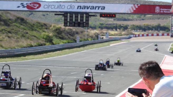 Carrera de coches eléctricos y ecológicos en el circuito de Navarra.