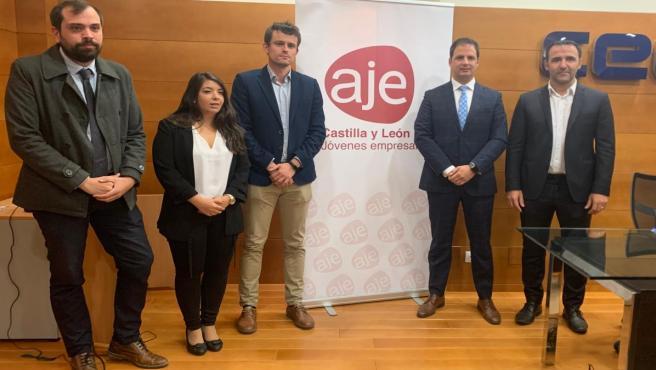 Miembros de la Directiva de AJE Castilla y León, con Jesús Ciria al frente (segundo por la derecha).