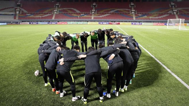 La selección de Corea del Sur se concentra antes del histórico partido contra Corea del Norte en Pyongyang.