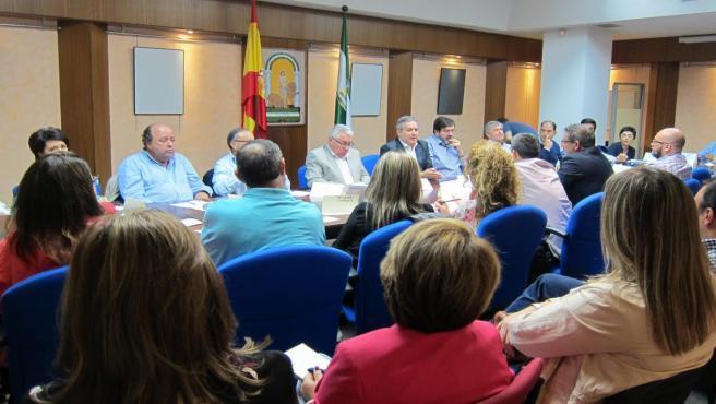 Reunión con responsables de los colegios afectados por la suspensión del comedor escolar.