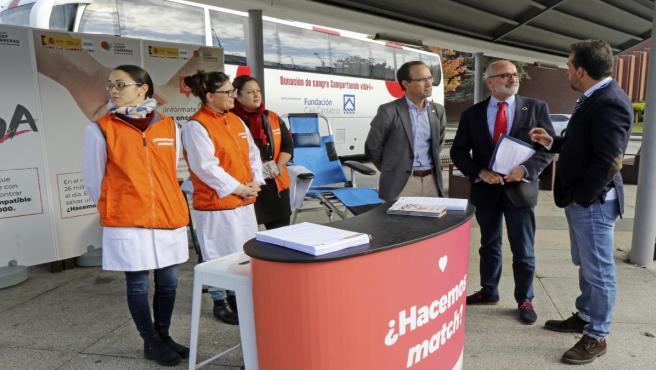 El consejero de Sanidad de Cantabria, Miguel Rodríguez, apoya la campaña 'Un match x una vida' para promocionar la donación de médula ósea entre los jóvenes