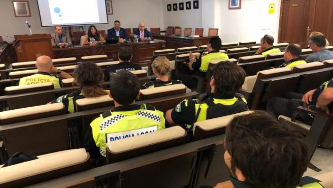 Curso formativo para que policías locales de Mijas detecten a guías turísticos clandestinos
