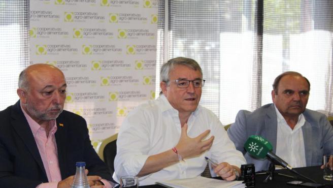 Cristóbal Gallego durante larueda de prensa