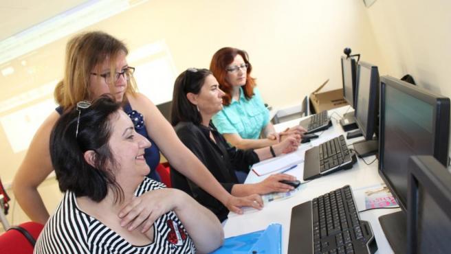 Mujeres se forman en el Centro Guadalinfo de Ogíjares