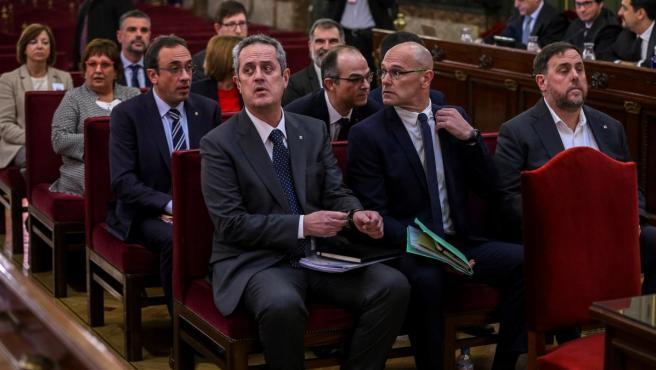 """Fotografía de archivo de los líderes independentistas durante la primera jornada del juicio del """"procés"""" en el Tribunal Supremo."""