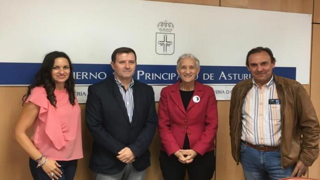 La consejera de Educación, Carmen Suárez, con responsables del sindicato ANPE.