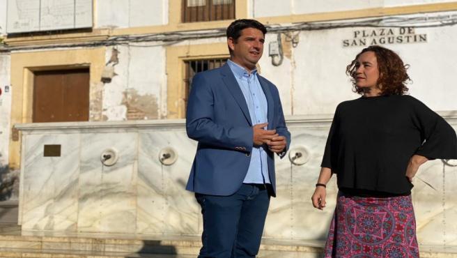 Pedro García y Ana Naranjo en la Plaza de San Agustín de Córdoba.