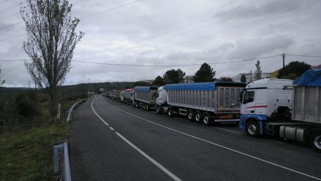 Camioneros salen rumbo a Madrid para asistir a la protesta en defensa de la central térmica de Endesa, en As Pontes