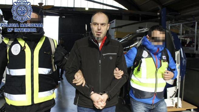 Fotografía del trasladado desde Francia a España del etarra Mikel Carrera Sarobe, Ata.