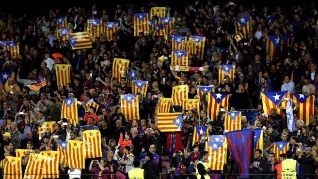 Esteladas en el Camp Nou en el partido entre Barça y Manchester City de Champions.