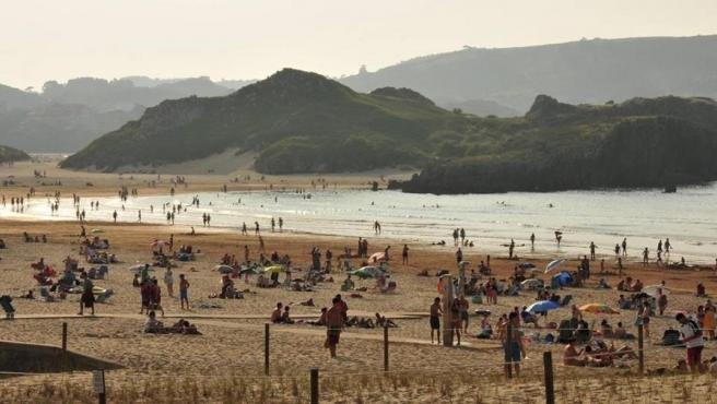 Vista de la playa del Ris, en Noja (Cantabria).
