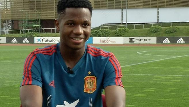 La nueva joya del FC Barcelona hizo su debut anoche contra Montenegro, convirtiéndose en el segundo debut más precoz de la sub 21 con 16 años, 11 meses y 14 días.