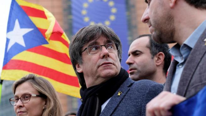 El expresident catalán Carles Puigdemont participa en una protesta contra la sentencia del procés, en Bruselas (Bélgica).