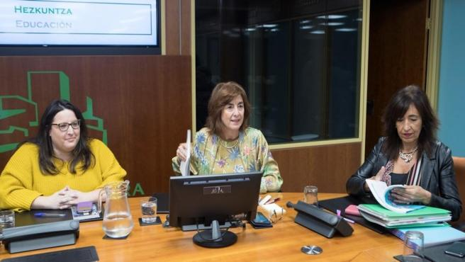 La consejera de Educación, Cristina Uriarte, ha presentado este miércoles en la Comisión de Educación del Parlamento Vasco el plan de Infraestructuras Educativas del Departamento de Educación del Gobierno Vasco que contempla cerca de 250 actuaciones a aco