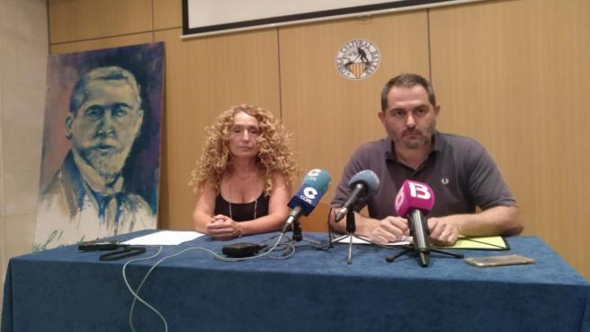 Paula Rotger yJosep de Luis donen en una rueda de prensa.