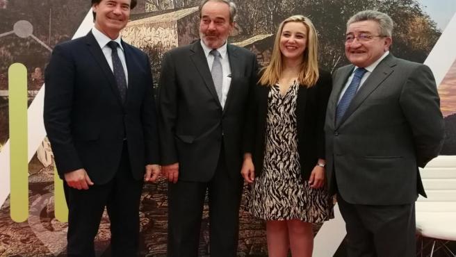 La alcaldesa de Alcalá de Guadaíra, Ana Isabel Jiménez, el presidente de la CES, Miguel Rus, el presidente y el gerente de Gaesco, Francisco Martín y Juan Aguilera.