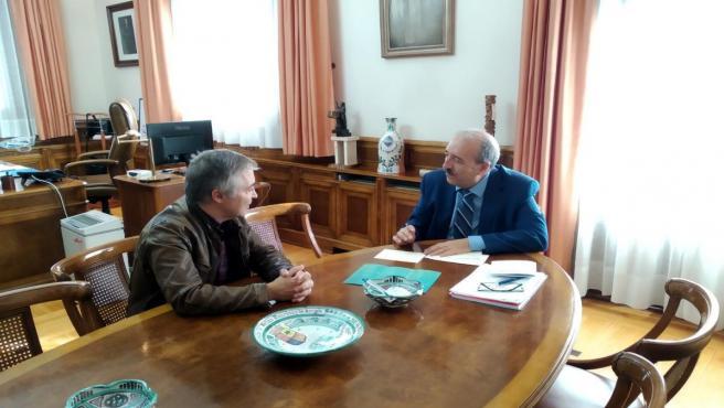 El presidente de la DPT, Manuel Rando, se reúne con el director de la Fundación Antonio Gargallo, Alfonso Blesa.