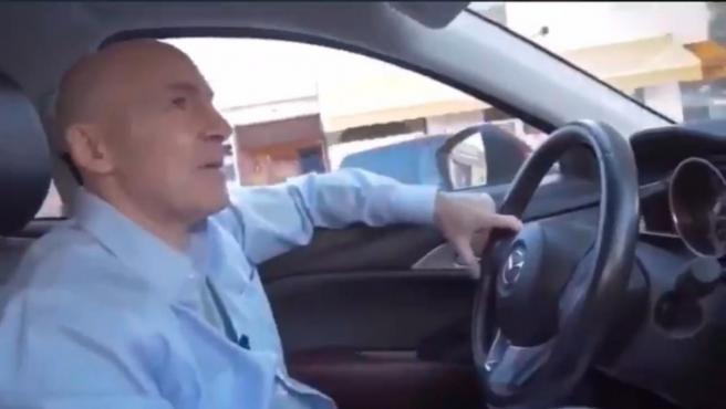 Maldini conduce su coche en el polémico vídeo viral que muestra un atropello.