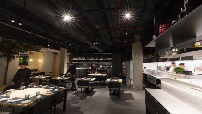 Habitual de Ricard Camarena estrena reforma i obri les portes de la seua cuina per a un servici 'més directe'
