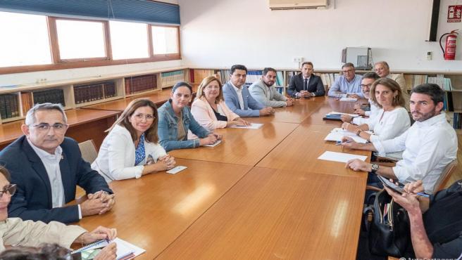 Reunión de trabajo de los siete alcaldes de la Comarca de Cartagena con la ministra Teresa Ribera en el Oceanográfico de San Pedro del Pinatar.