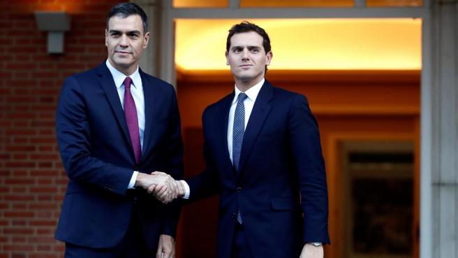 Pedro Sánchez y Albert Rivera, antes de comenzar su reunión en Moncloa.