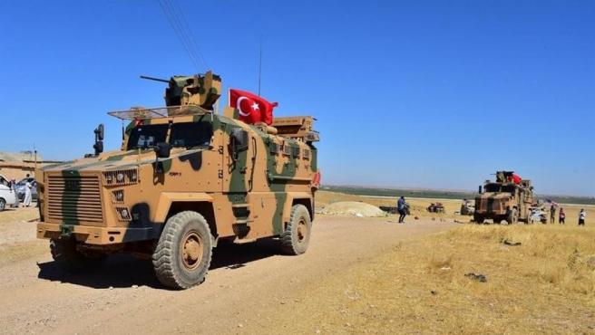 Tropas turcas y estadounidenses, en Tal Abyad, en el norte de Siria, cerca de la frontera con Turquía, en una imagen de archivo.