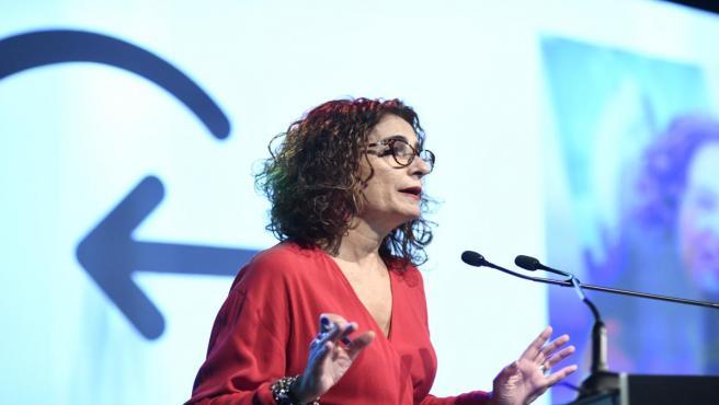 La ministra de Hacienda en funciones, María Jesús Montero durante su intervención en la clausura el `I ClosinGap Equality Summit´ en la sede de Vodafone en Madrid, a 17 de octubre de 2019.