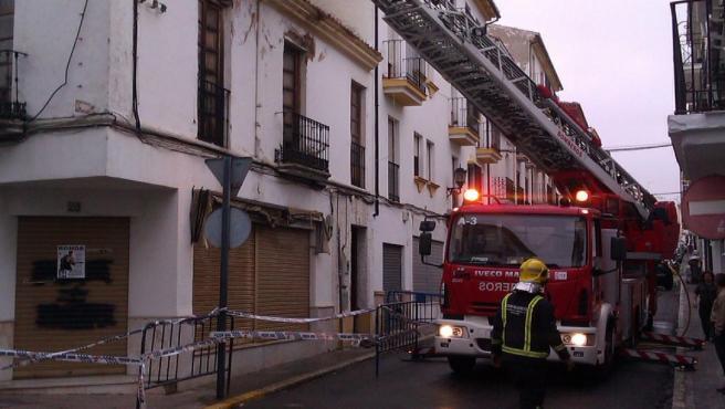 Bomberos en un incendio en Ronda