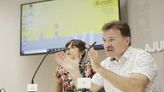 El concejal de Movilidad en València y presidente de la EMT, Giuseppe Grezzi, en una rueda de prensa.