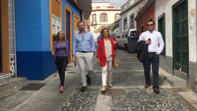 El portavoz del PP en le Senado, Javier Maroto, en un paseo por La Palma