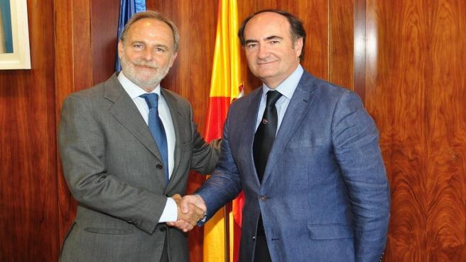 El presidente de la Autoridad Portuaria de Algeciras, Gerardo Landaluce, y el de Puertos del Estado, Salvador de la Encina